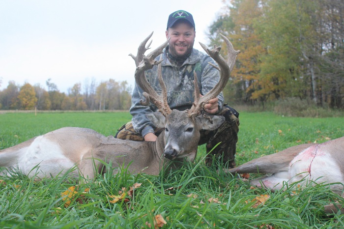 Lowlands Whitetails Deer Hunters